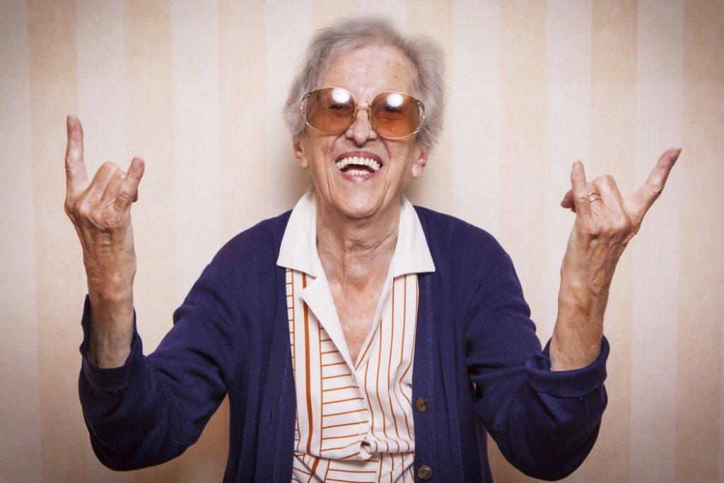 Personne âgée avec des lunettes